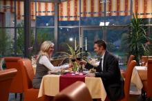 Candlelight-Dinner im Wintergartenrestaurant mit Elbblick