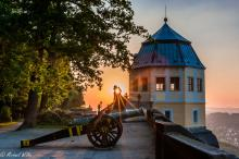 Frederick's castle and cannon with sunset, © Michael Wilke / Festung Königstein gGmbH